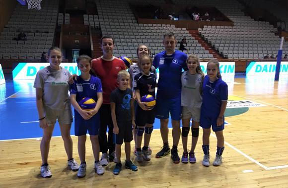 Зрители участваха в подгряващият мач преди срещата Левски София - Монтана
